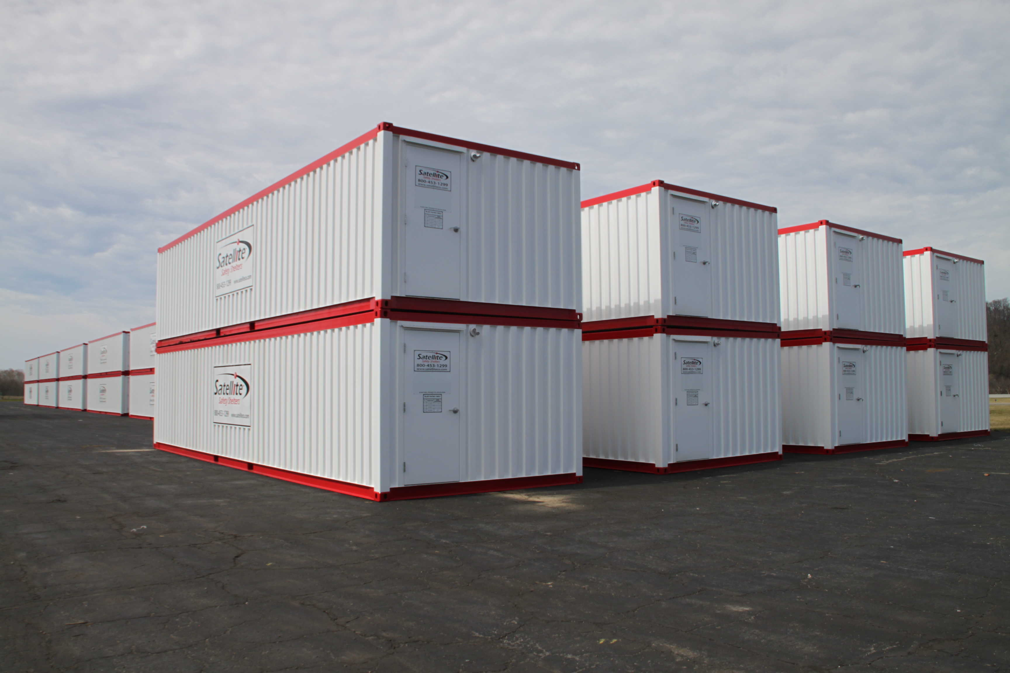 Stacked blast resistant modules